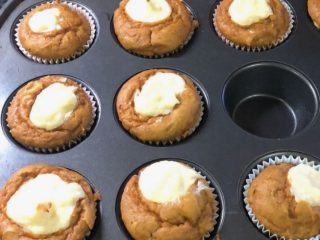 Copycat Starbucks Pumpkin Cream Cheese Muffins 1