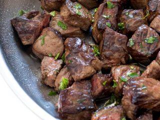 Garlic Butter Herb Steak Bites with Potatoes 3