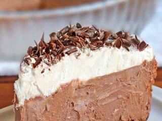 Easy and Delicious Chocolate Cream Pie Recipe
